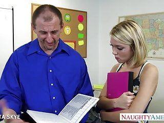 Slender dakota skye receives nailed by her boss