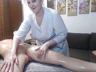 Massaggio con olio di ragazze lesbiche
